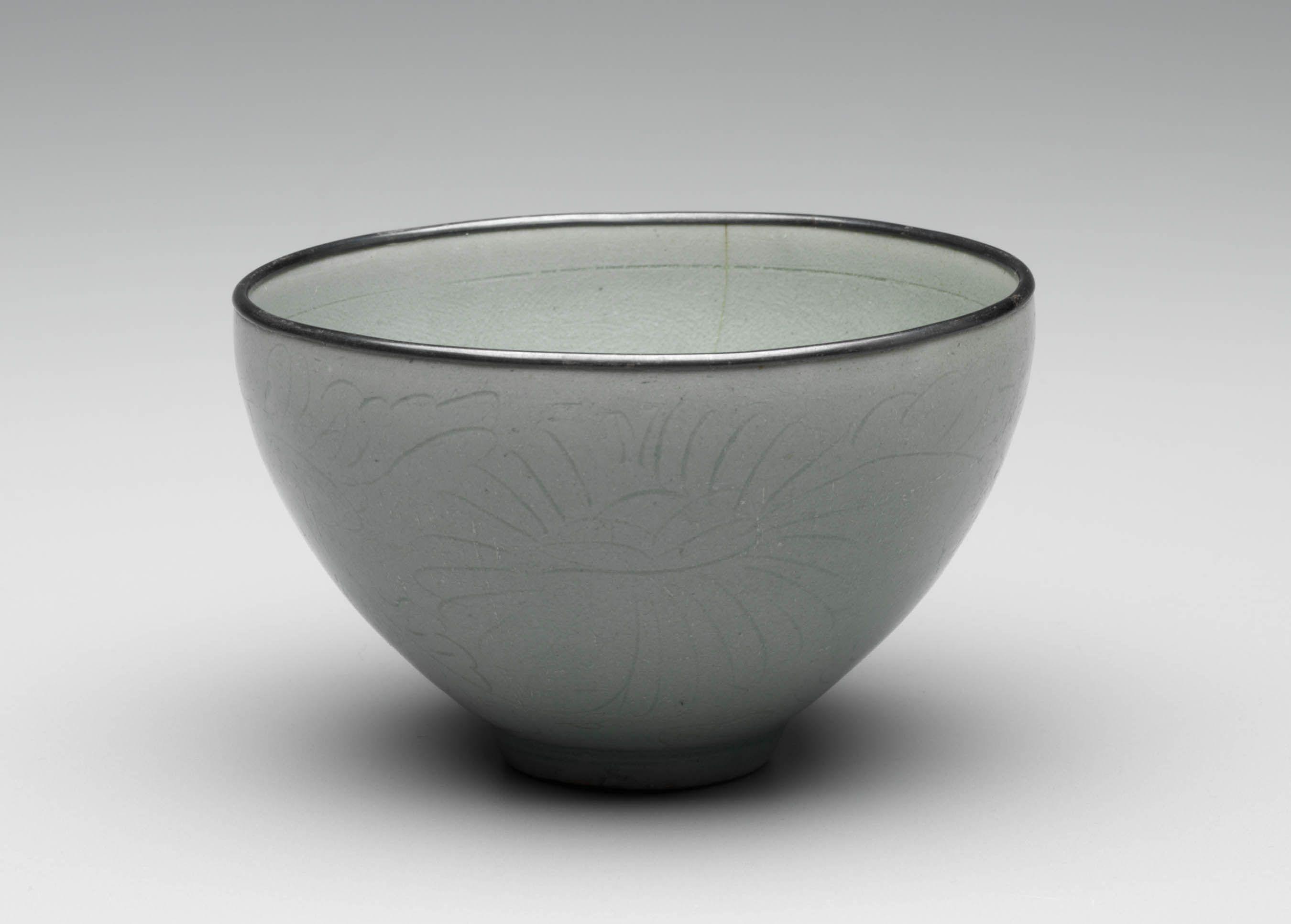 Tea Bowl 1000-1100, Koryo Dynasty Korean Stoneware with celadon glaze
