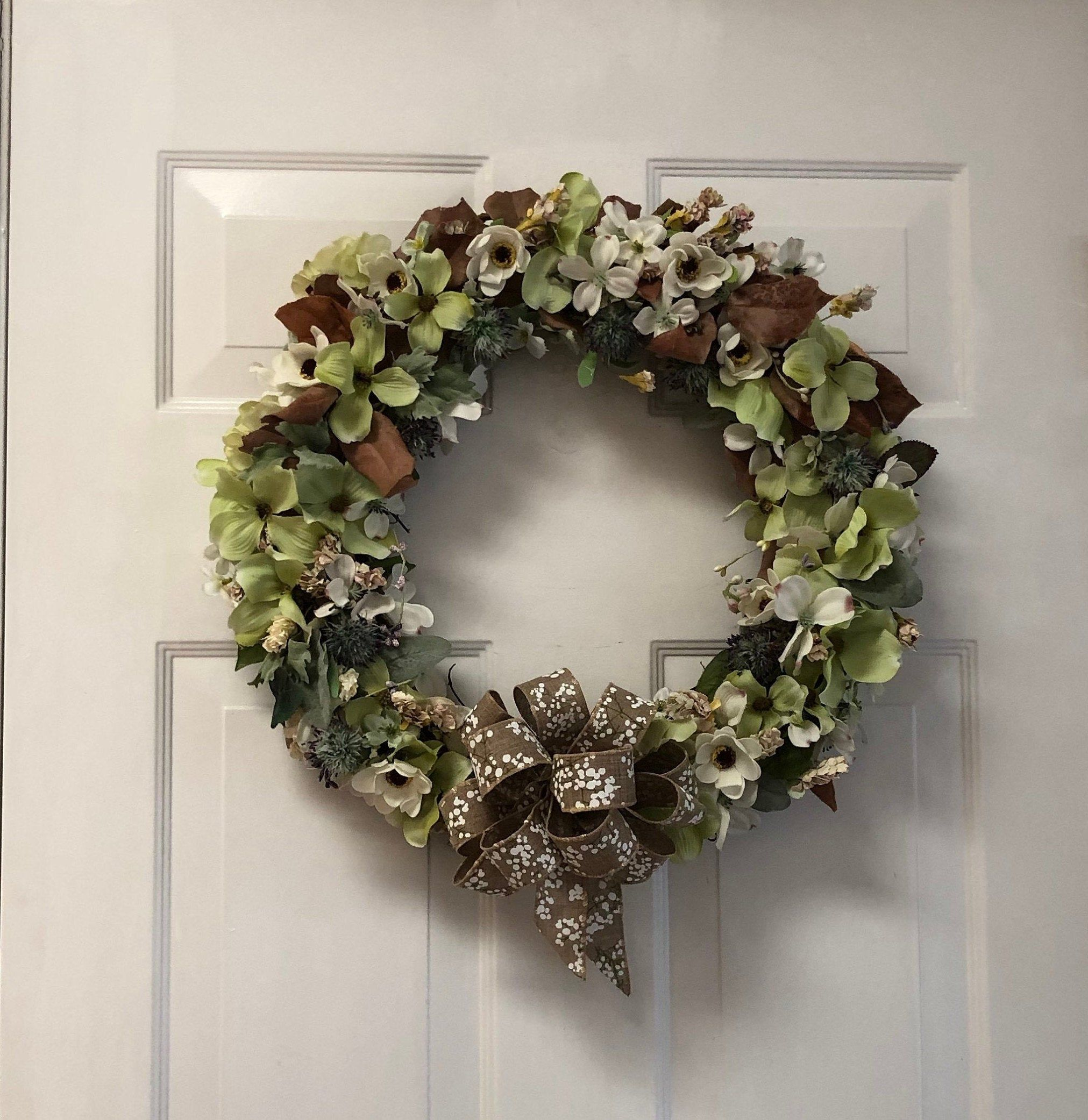 Magnolia Autumn Wreath | Fall Wreath | 24 Inch Front Door Wreath | Wreath With Green and White Magnolia Flowers | Summer Wreath | Burlap Bow #fallwreaths