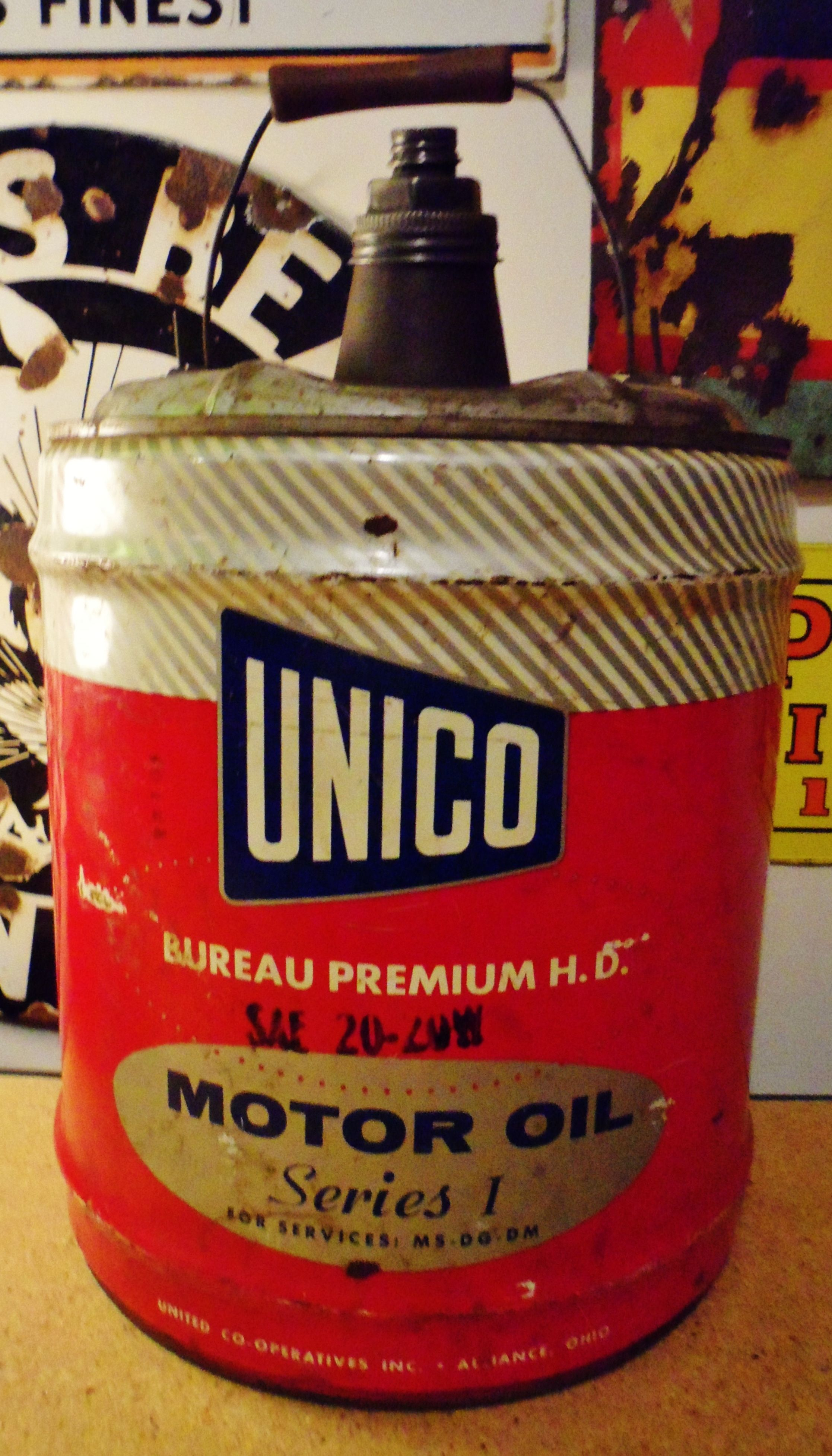 5 gallon unico motor oil can circa 1950 39 s oh just can for Gallon of motor oil