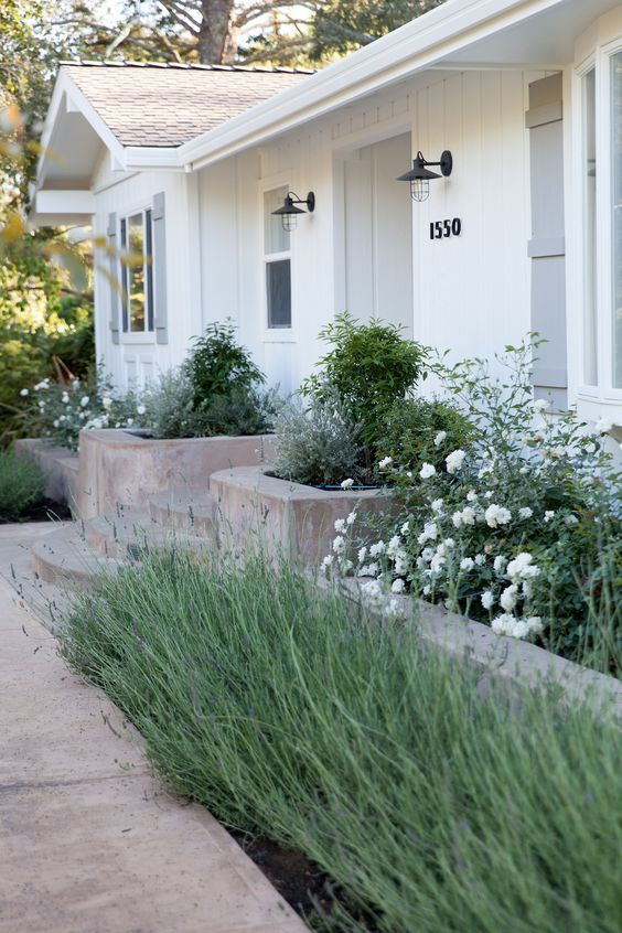 31 Simple Landscaping Ideas How To Decor Your Front Yard is part of Ranch house exterior, Farmhouse landscaping, Home landscaping, House landscape, Ranch exterior, Farmhouse exterior - With simple front yard landscaping you'll be able to easily express yourself and your place in a fun way  Check out our gallery full of awesome, inspirational and simple ideas and start redesigning your front yard!
