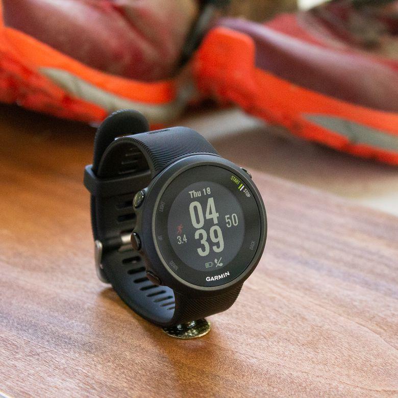 Forerunner 45 Memiliki Aplikasi Olahraga Untuk Berlari Bersepeda Trek Dalam Ruangan Treadmill Elips Cardio Yoga Dan Lainnya Jam Tangan Pintar Berlari