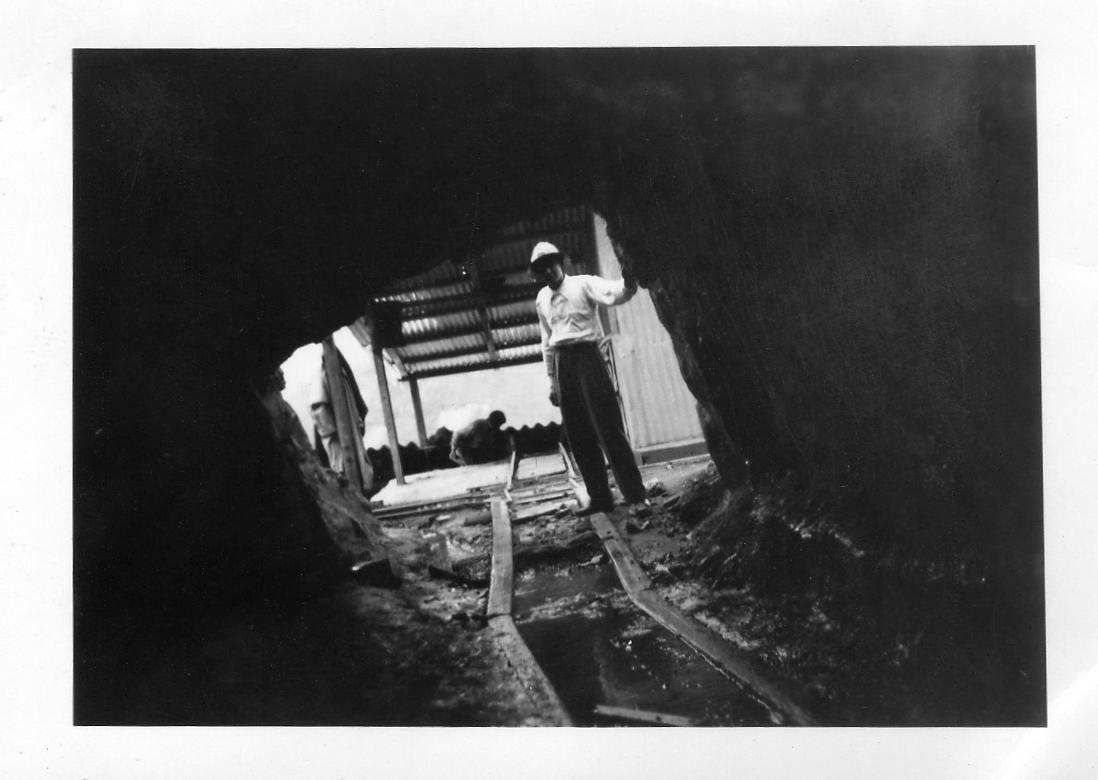 Carlos Santolalla en la bocamina de mina Sinchao.