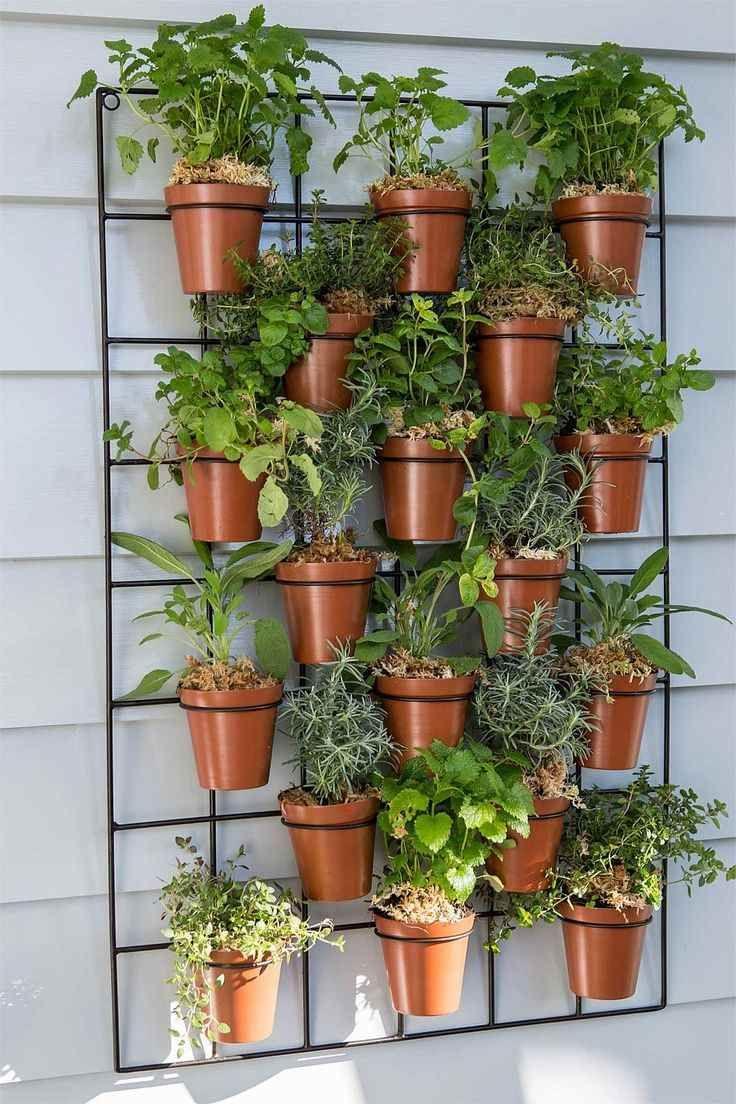 vertikaler garten mit blumentöpfen selber bauen und anlegen, Gartengerate ideen