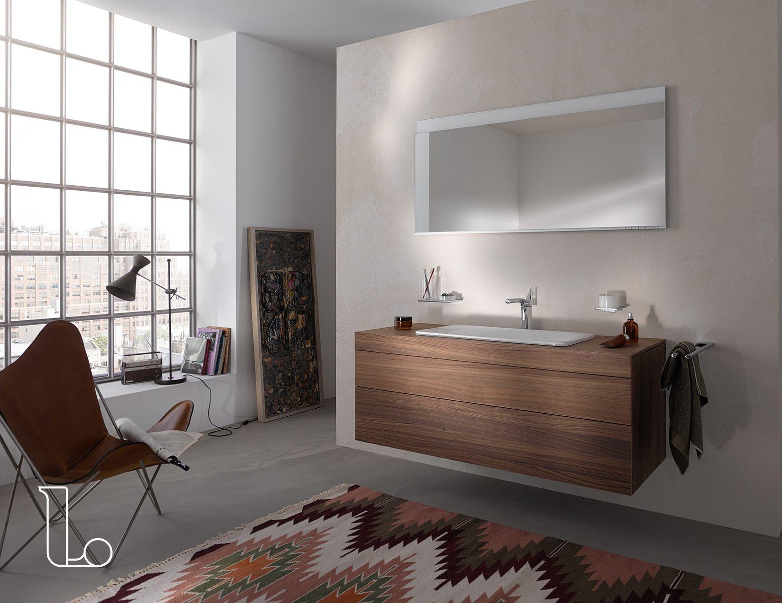 Badkamermeubel Met Kommen : Een badkamermeubel van hout met een prachtige witte wastafel