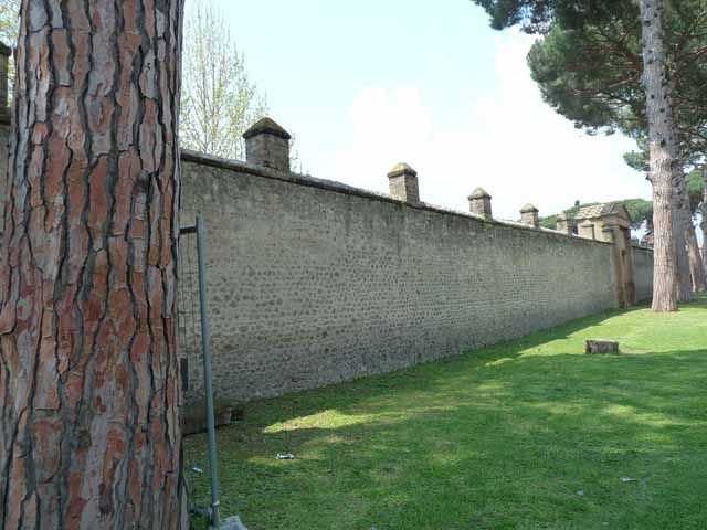 II.7.1 Pompeii. Palaestra. May 2010. East wall between II.7.1 and II.7.2.