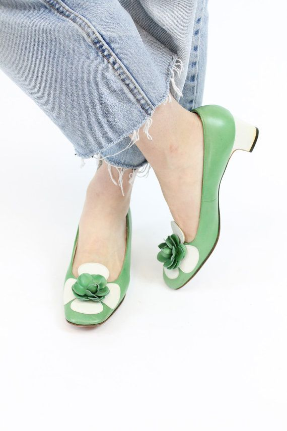 Darling 1960s kitten heels! Made in a soft green and white vegan leather. Decorative mod 3D flowers on vamp. Man made soles. A fun pair of summer heels!  ♥♥♥ Brand: Chandlers - The French Room Size on tag: 7.5 A Estimated Size: 7 US / 37 UK / 5 UK Color: Green, White Material: Man Made Materials Condition: Very Good Vintage: Minor wear to soles and toes, some yellowing to backs of heels.  ✂-----Measurements Length Toe to Heel Inside : 9.5 Width Widest Part of Sole Outside: 3 Heel Height: 2…