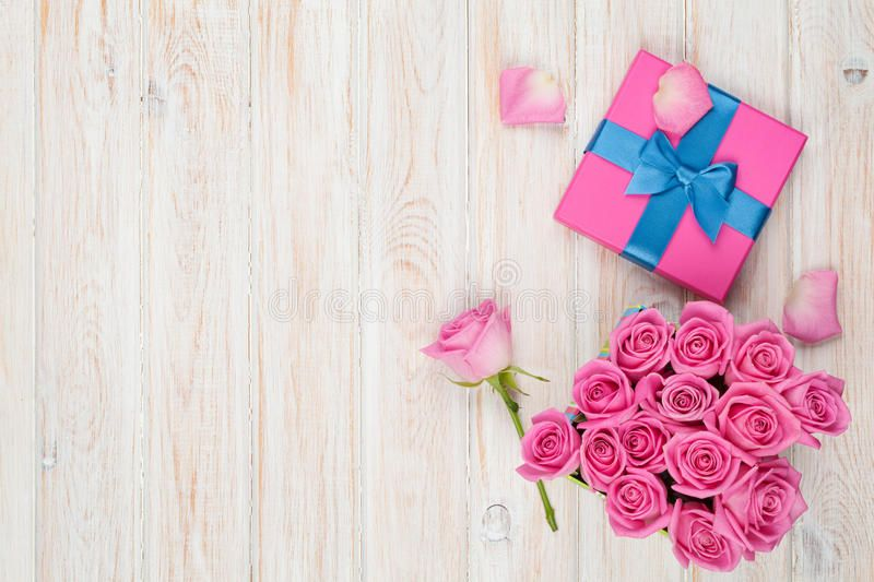 Valentines Day Background With Gift Box Full Of Pink Roses Over Wooden Table T Sponsored Box Full Valentines Day Background Pink Roses Valentine Photo