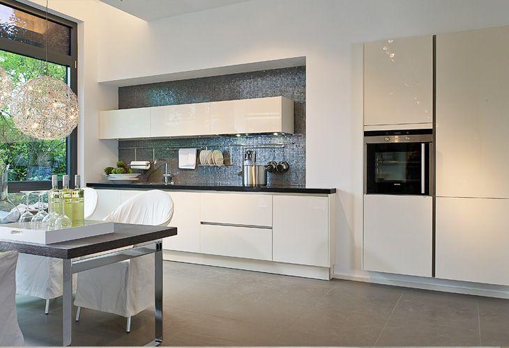 Küche in Weiß #Designküche #Küchenzeile wwwdyk360-kuechende - küche magnolia hochglanz
