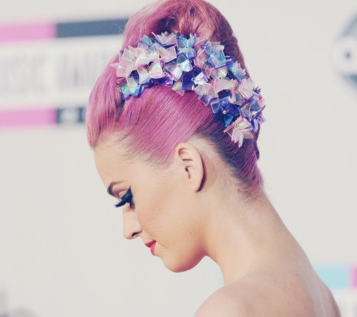 Katy perry.  Pretty purple hair with amazing hair accessorie!!