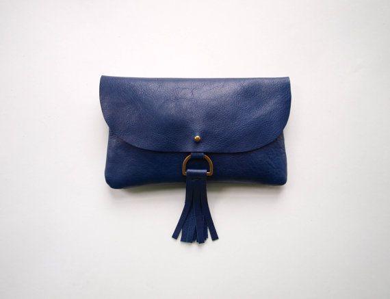 Clutch Wallet cuir bleu marine à pampille par kertis sur Etsy