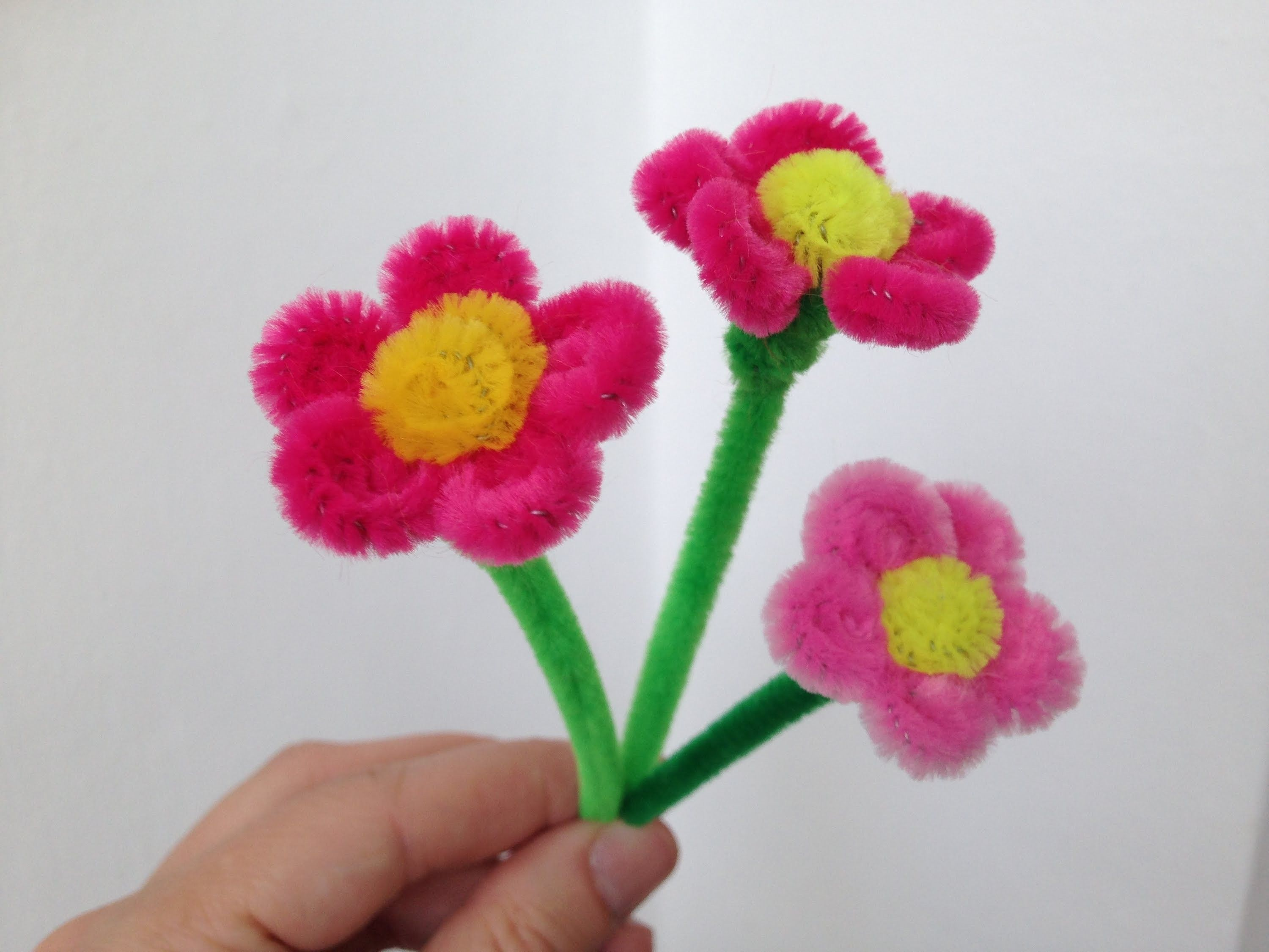 Pipe cleaners for crafts - How To Make A Little Pipe Cleaner Flower