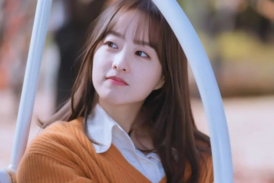 """Park Bo Young Exudes Sweet Warmth As She Transforms Into An Editor For Upcoming Drama """"Doom At Your Service"""""""