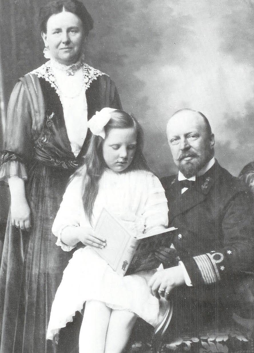 Znalezione obrazy dla zapytania queen wilhelmina of netherlands and prince heinrich with princess juliana