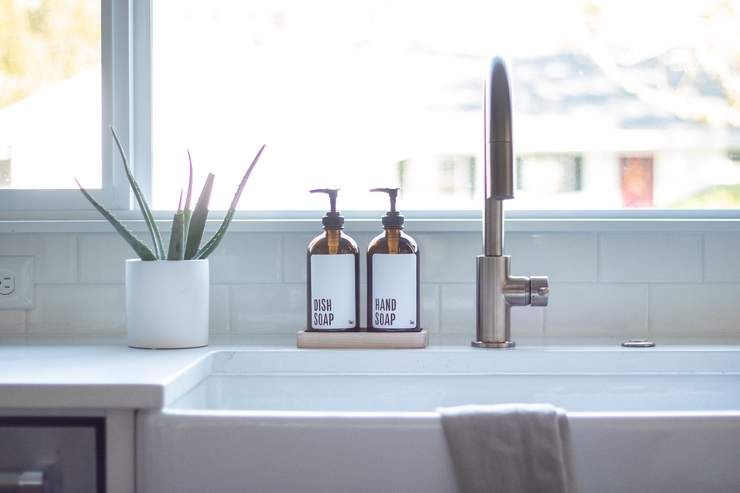 These Amber Glass Soap Dispensers With Labels Are Perfect For The Kitchen They Each Hold 16oz Dish Soap Dispenser Glass Soap Dispenser Kitchen Soap Dispenser