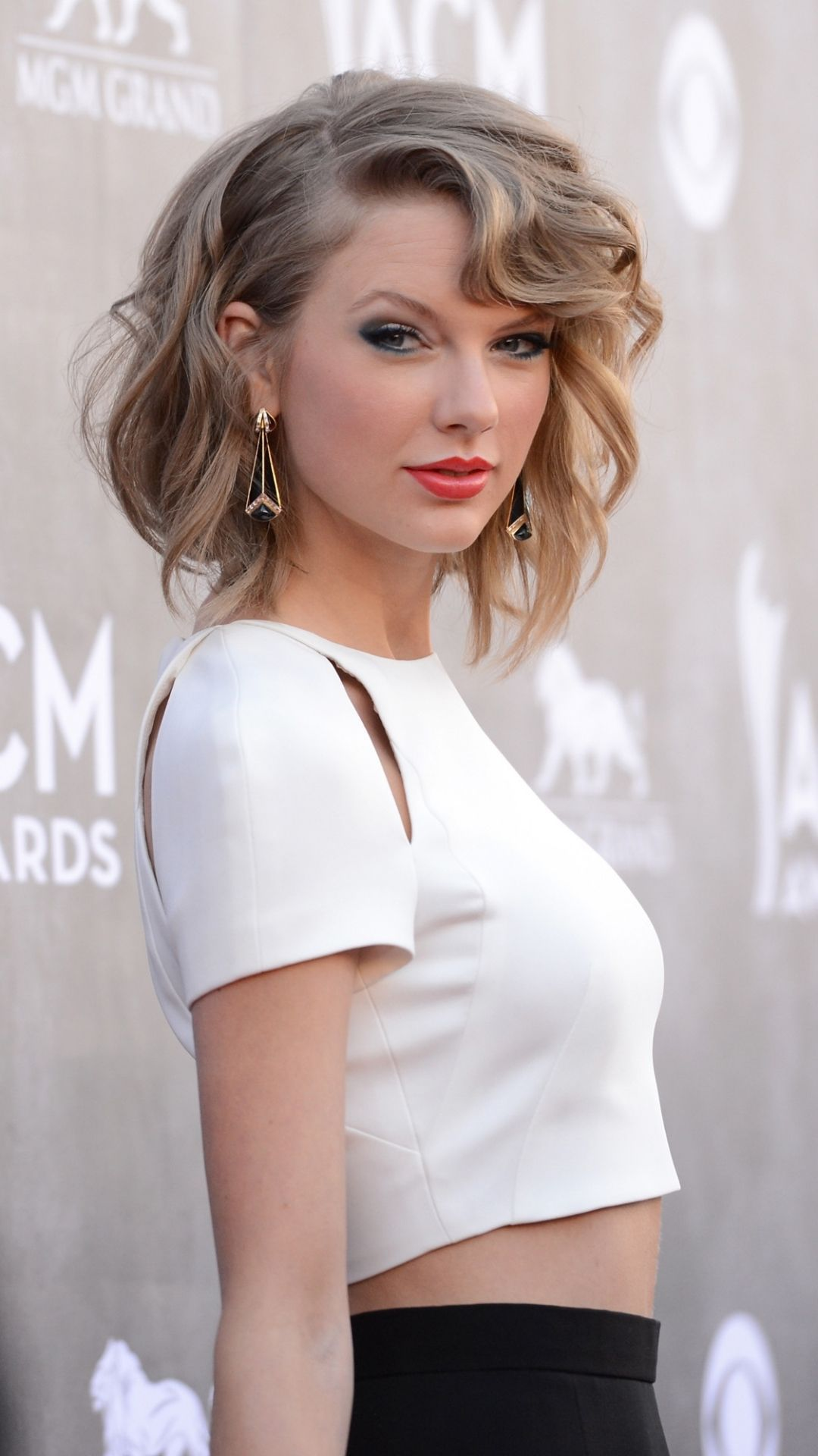 Beautiful Taylor Swift Wallpaper Android In 2020 Taylor Swift Short Hair Taylor Swift Hair Taylor Swift Wallpaper