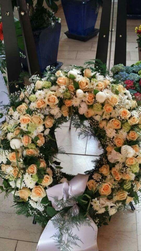 Apricot - Weiß - Grün | Funeral Flowers | Pinterest | Grün, Trauer ...