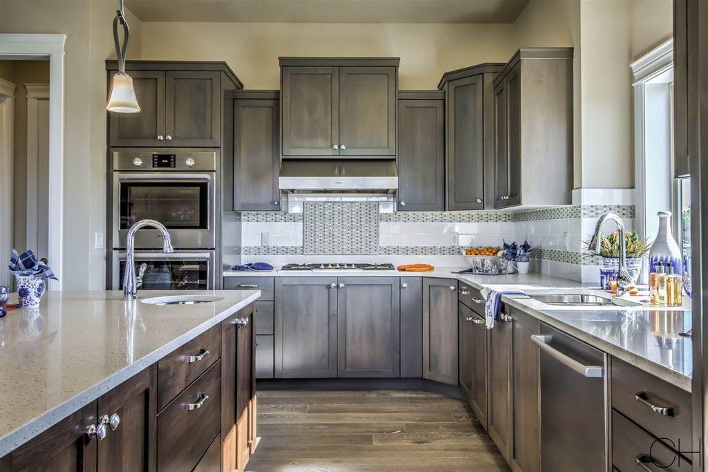 Traditional Kitchen, Mid Range Kitchen Cabinets