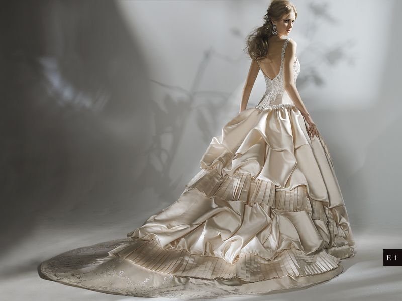 Eve of Milady and Amalia Carrara 2009 Collection