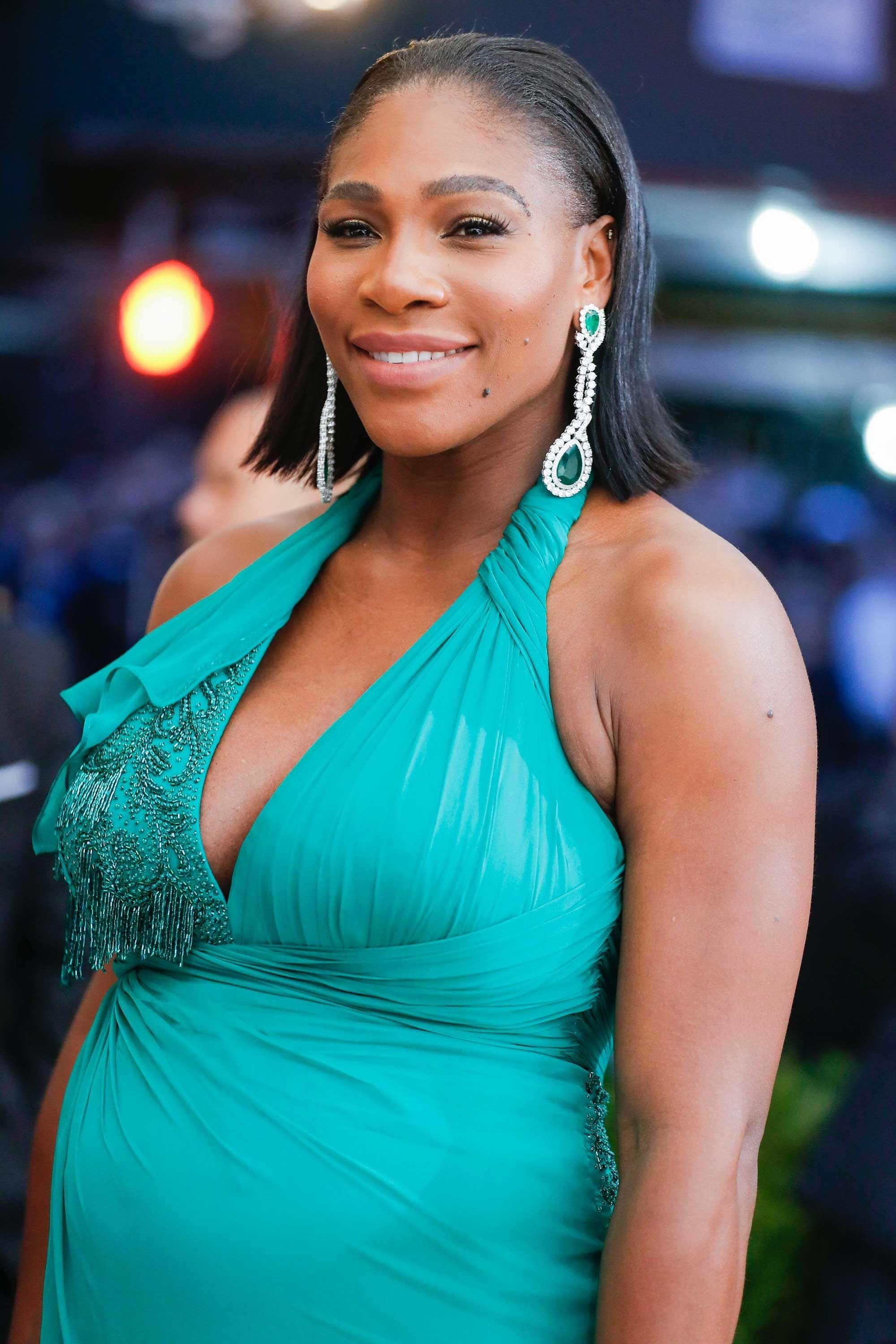 Serena Williams Matched Her Xiv Karats Emerald And Diamond Earrings To Versace Dress