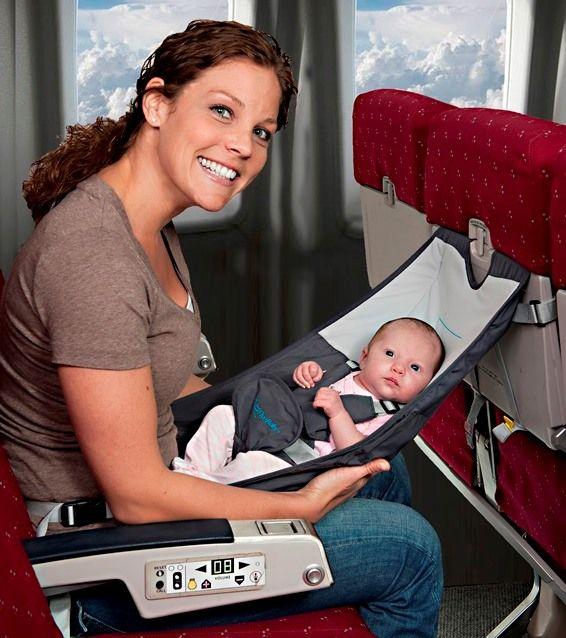 Met de Flyebaby hangmat kan je baby lekker slapen in het