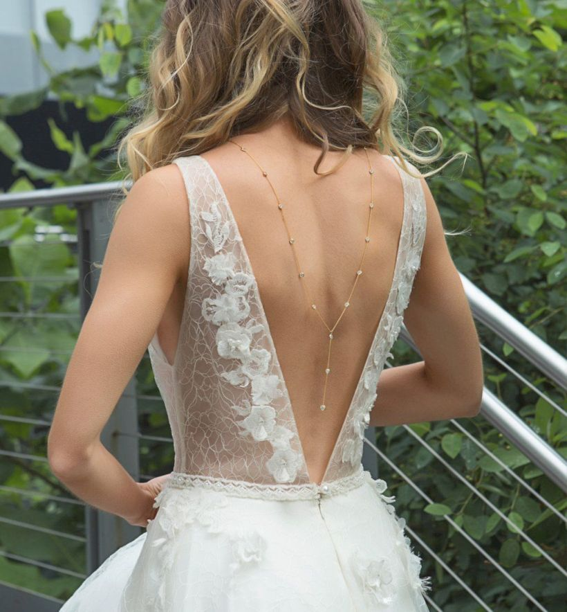 47 Elegant Backdrop Necklace Ideas For Open Back Wedding Dresses Matchedz Wedding Dresses Wedding Dress Accessories Open Back Wedding Dress