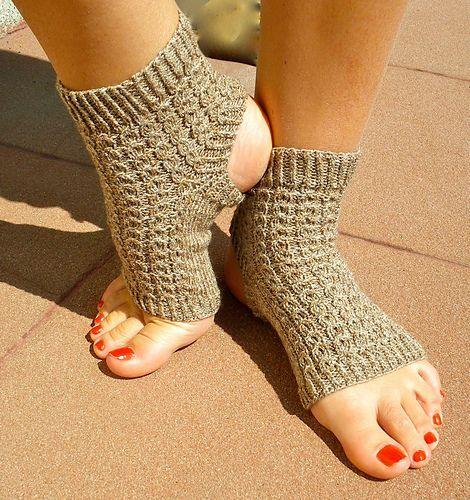 Yoga socks - free pattern #yogasocks | Yoga socks ...