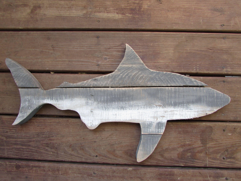 Requin De Palette Signe De Requin De Bois Decor De Requin Etsy Shark Decor Shark Sign Nautical Beach Decor