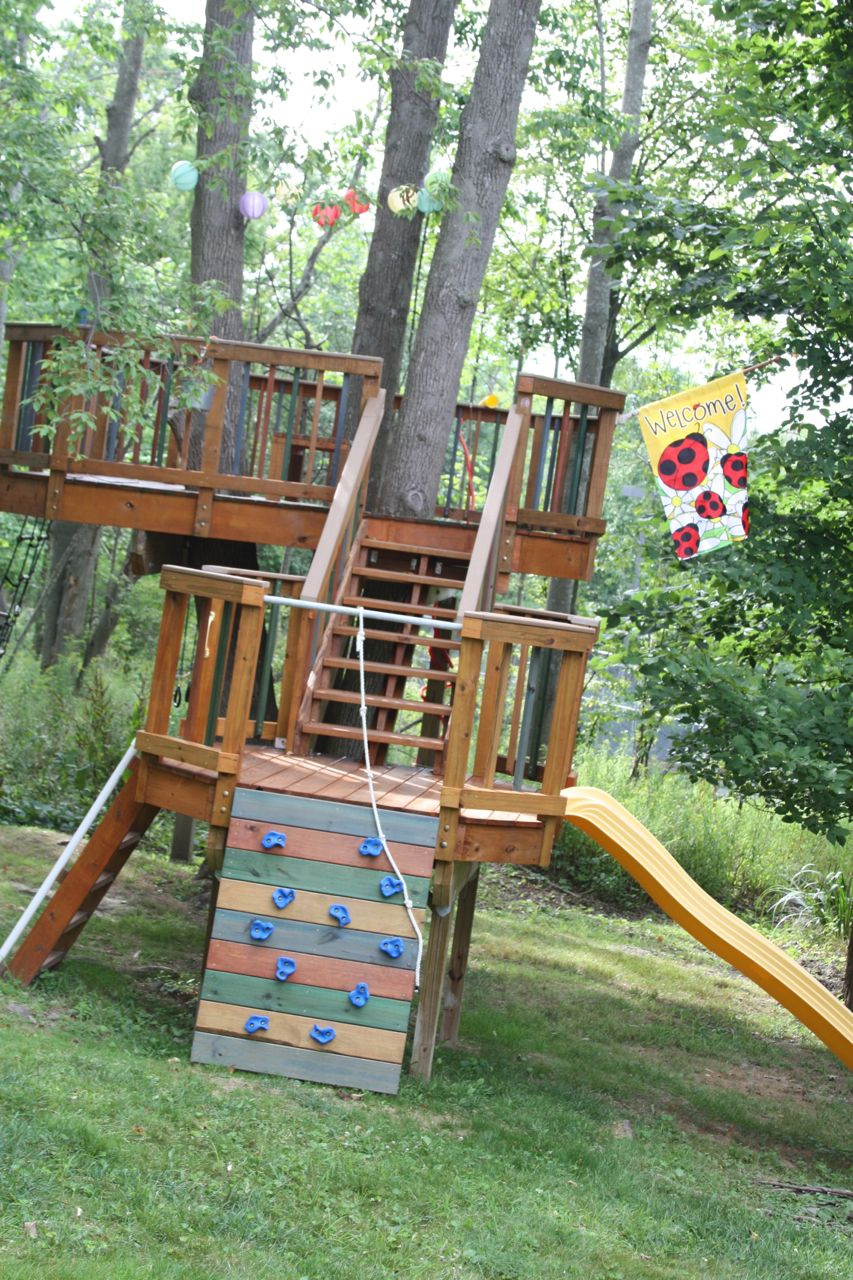 How to build an indoor tree house play loft and drill into the studs - 25 Amazing And Affordable Treehouses You Ll Want To Rent For Your Next Vacay Amazing Backyard Treehouse And How It Was Built