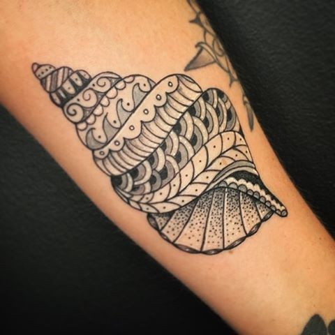 3349cdbf6 Coquillage Maori, Cute Tattoos, Beach Tattoos, Mermaid Tattoos, Ocean Theme  Tattoos,