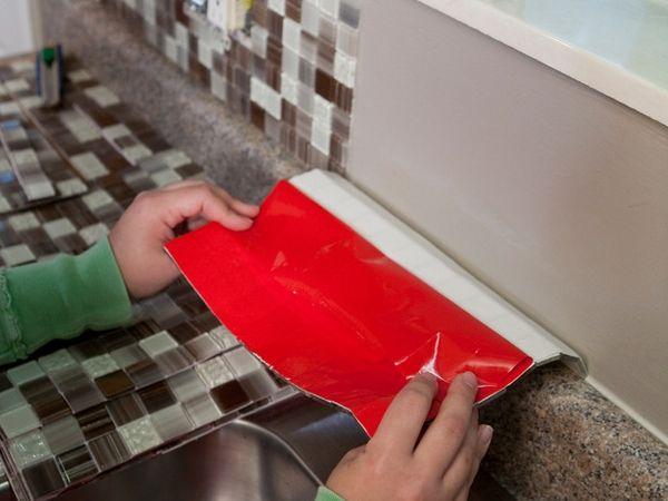 die besten 25 self adhesive backsplash ideen auf pinterest k che backsplash diy klebemontage. Black Bedroom Furniture Sets. Home Design Ideas