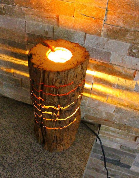 Lampada creata con un vecchio tronco di rovere trattato