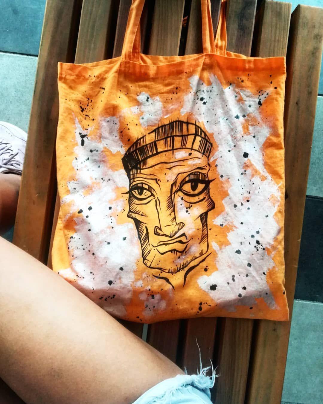 Tworzymy też takie grafiki #wierdface Grafika zawitała na bawełnianej torbie, myślimy tez o koszulkach 🤔 Mamy mnóstwo pomysłów, które powoli, ale z sukcesem wchodzą w życie ❤️ .  DO WHAT U ❤️ WHAT U DO. . #happy #customs #customize #customizer #bag #face #wierdface #graphicdesign #orginal #colors #lovetocreate #hobby #instadecor #decoration #instaart #malowanie #pomyslnaprezent #malowaniefarbami #dekoracje #tarrago #tarragoteam #diy #majstajl #dnesnosim