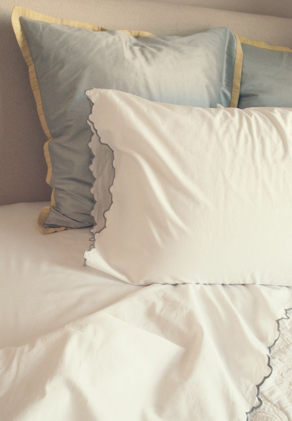 Pin By Valerie Inclan On As Seen In Bedroom Inspiration And Bedroom Ideas Luxury Sheets Bed Linens Luxury Crane Canopy