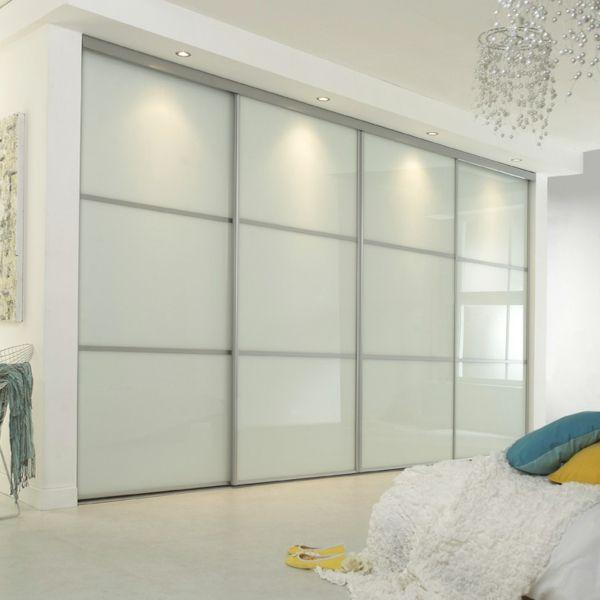 une chambre a coucher magnifique et des portes coulissantes de dressing elegantes