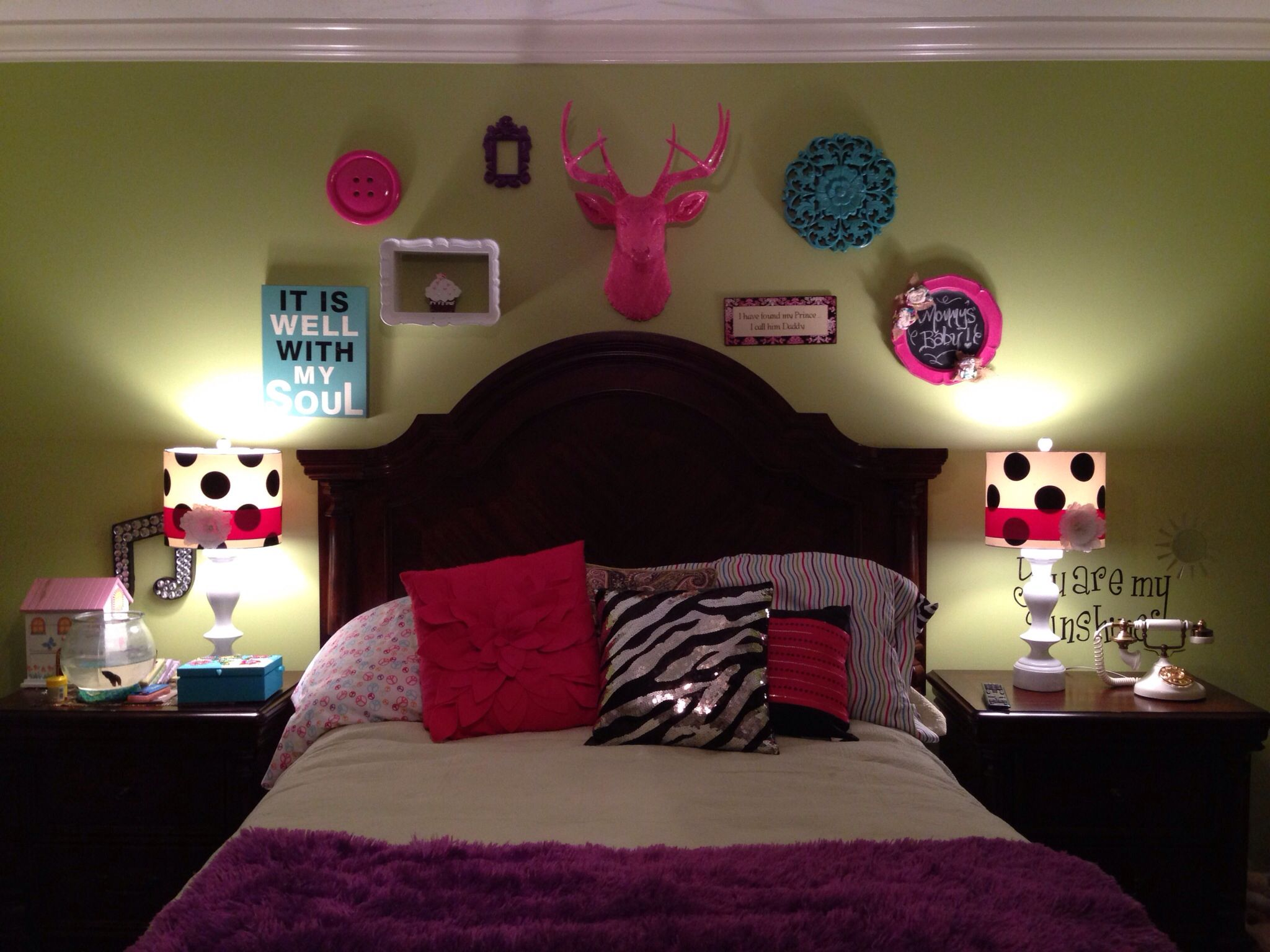 Pink deer head girls lime green bedroom funky decor kid Funky bedroom accessories