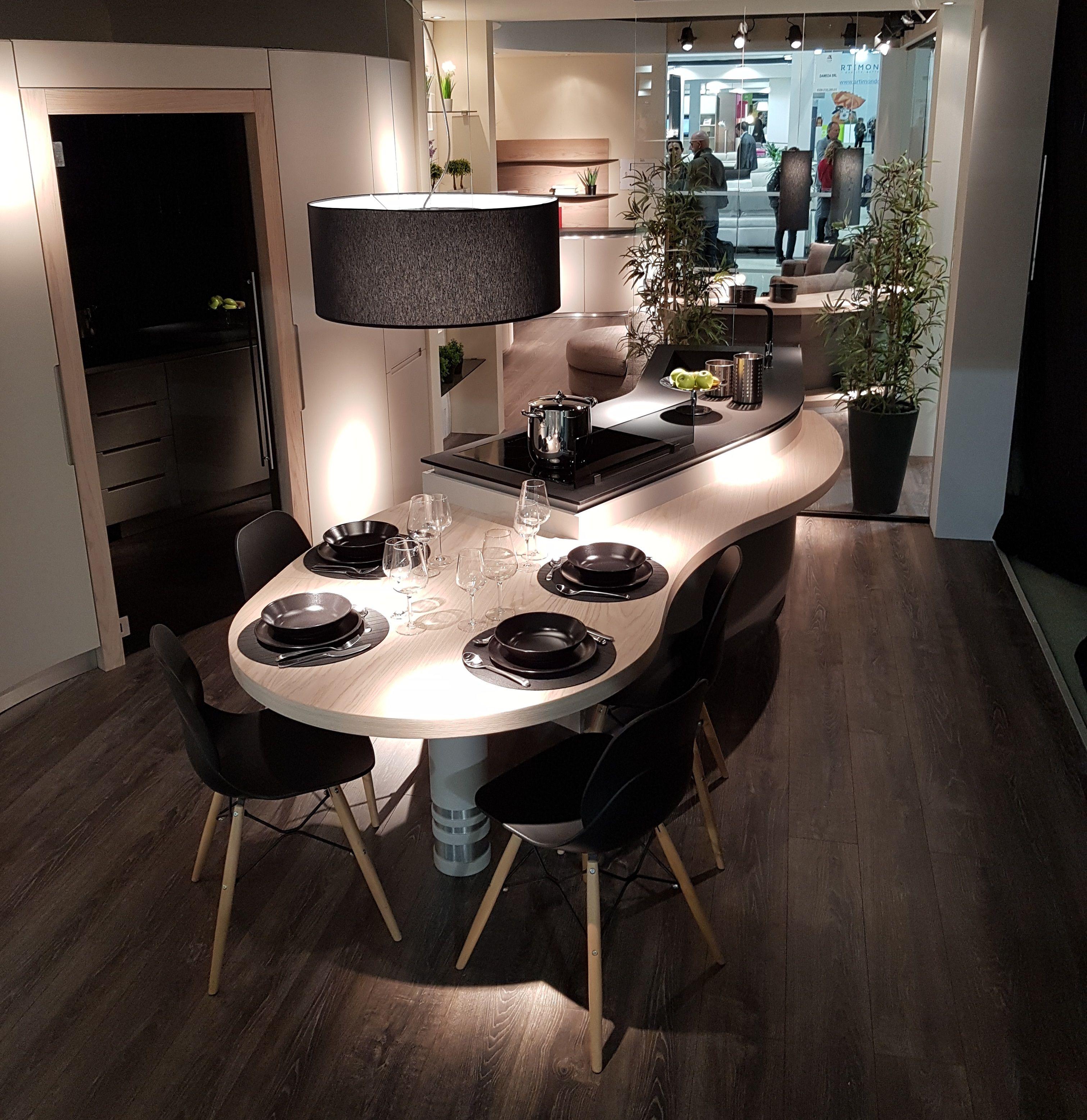 Cucine Moderne Con Isola Curva.Cucina Curva Snake Versione 2019 Presentata A L Artigiano