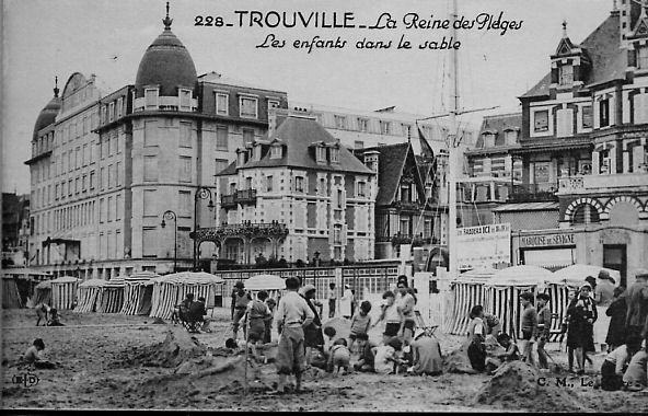 La Reine des sables, les enfants dans le sable à Trouville ...
