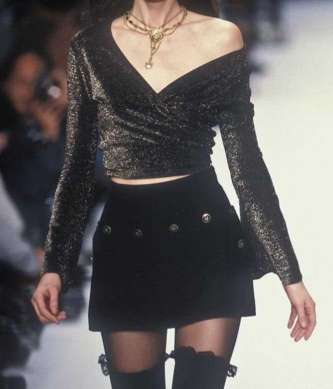 Beauty 2 Fashion: 90s Runway Is My Aesthetic - HIGH BY THE BEACH