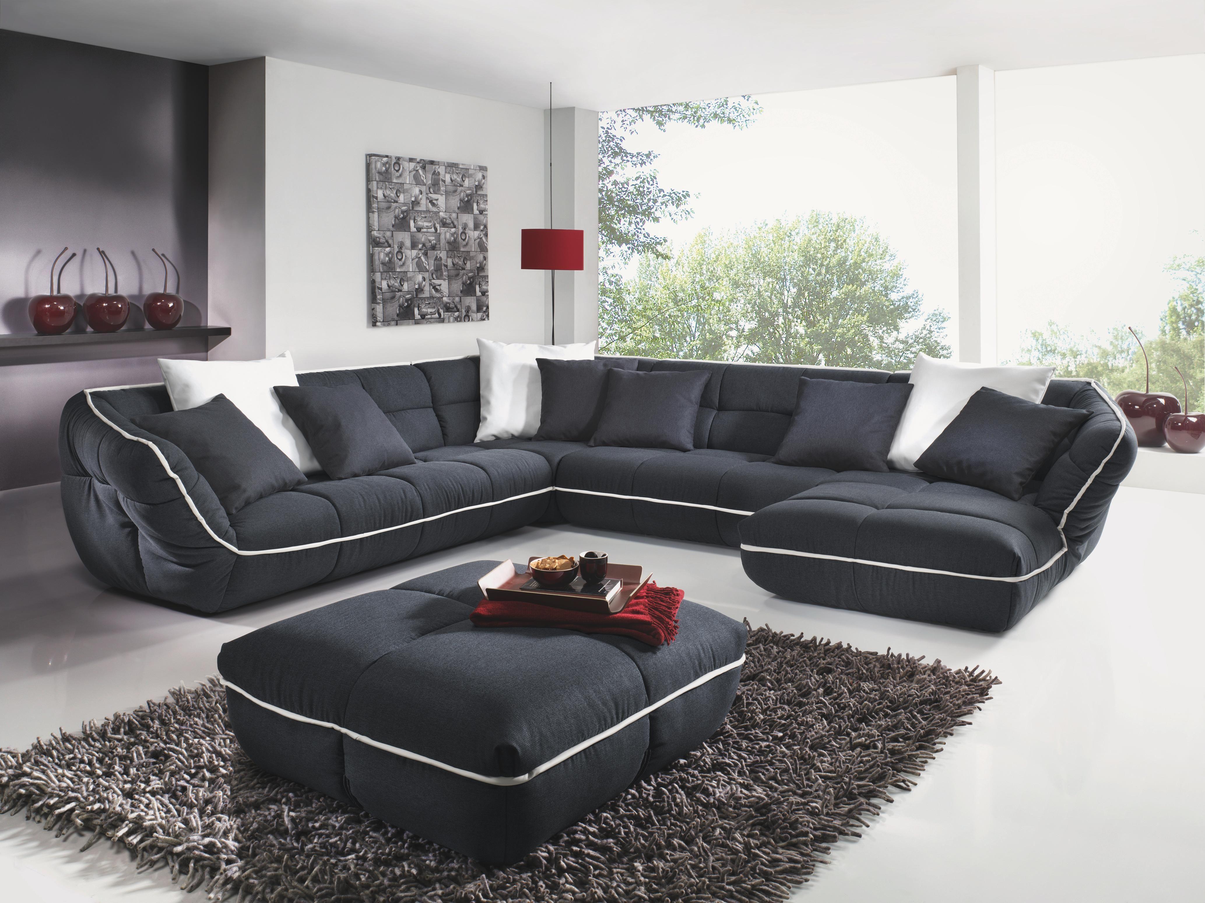 Mit Dieser Wohnlandschaft Leben Sie Ihren Individuellen Stil. Das Sofa Ist  Komplett In Schwarz Gehalten