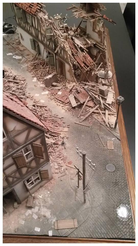 Miniart – 35012 GERMAN VILLAGE HOUSE + 35203 Personenwagen TYP 170V SALOON + 35530 STREET ACCESSORIES + 35548 FURNITURE SET + Dc Manson