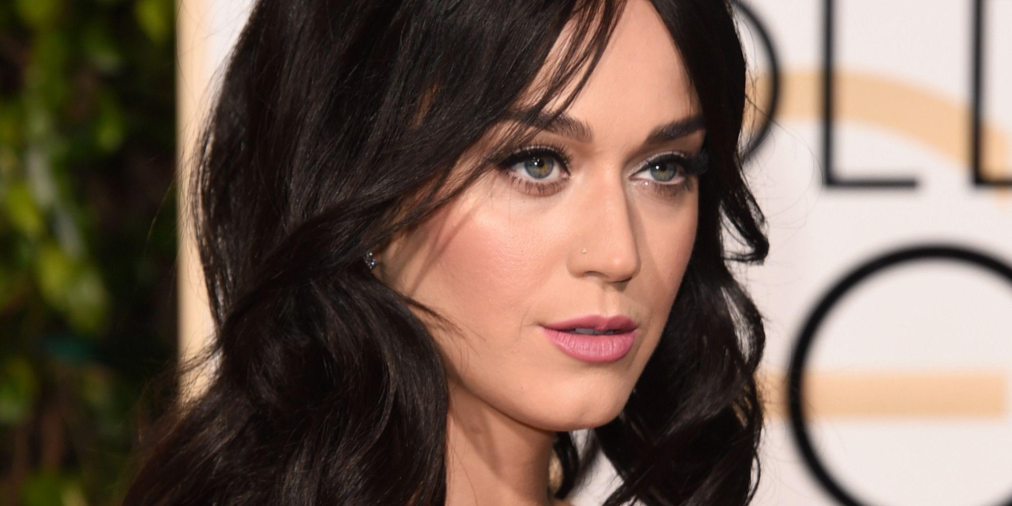 KATY PERRY FUE AL CONCIERTO DE SIA, ¿PERO LE DIO MÁS IMPORTANCIA A SU COMIDA? - http://www.labluestar.com/katy-perry-nos-engano-todo-el-tiempo-y-descubrimos-que-era-sia/ - #Katy-Perry