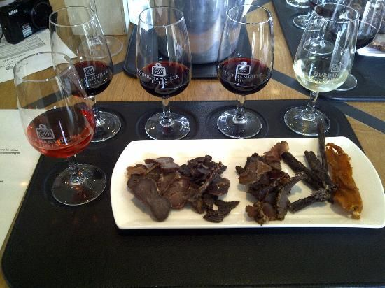 Wine tasting with traditional South African goodies in teh Durbanville Hills, Tygervalley, Cape Town