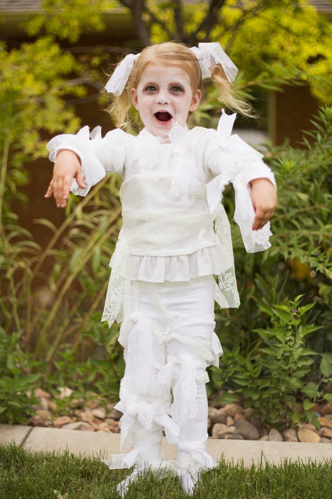Little Girl Lace Mummy Halloween Costume. Make it in 15 minutes ...