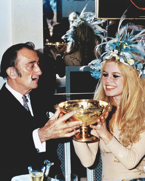 Salvador Dali and Brigitte Bardot, 1960s. Care for a little champagne?