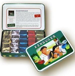 Le Kanougas De St Jean De Luz A Ete Cree Par Jacques Damestoy En 1905 Un Caramel Tendre Et Fondant Au Chocolat Inspire Par Basque Country Basque I Love Food