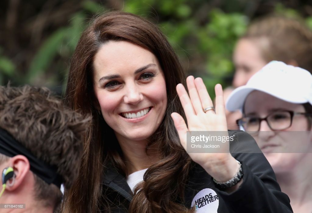 News Photo : Catherine, Duchess of Cambridge cheers on runners...