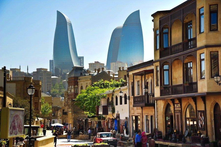 Baku Kuda Shodit Tem Kto Edet V Gorod Vpervye Day Tours City Illustration Nature Photos