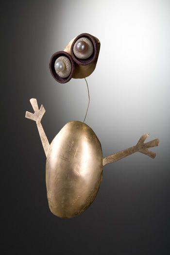 Alternatives gallery for contemporary jewellery - Silvie Altschüler.(not to sure about how long the wire conecting the head would last?)