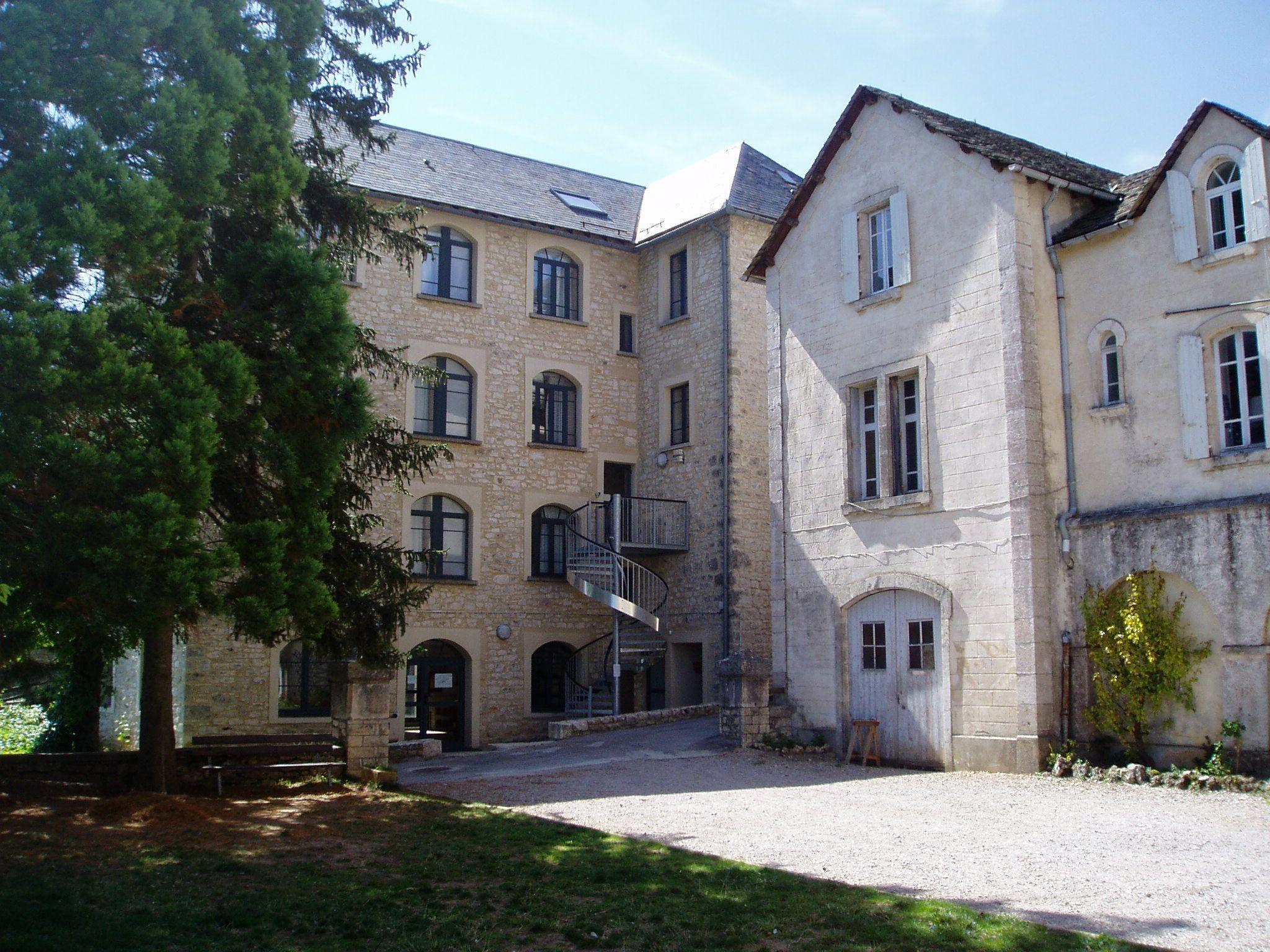"""Le bâtiment """"Le Lionceau"""" du centre de vacances du CEI à Saint Rome de Dolan. #cei #colonie #vacances #lozere #saintromededolan"""