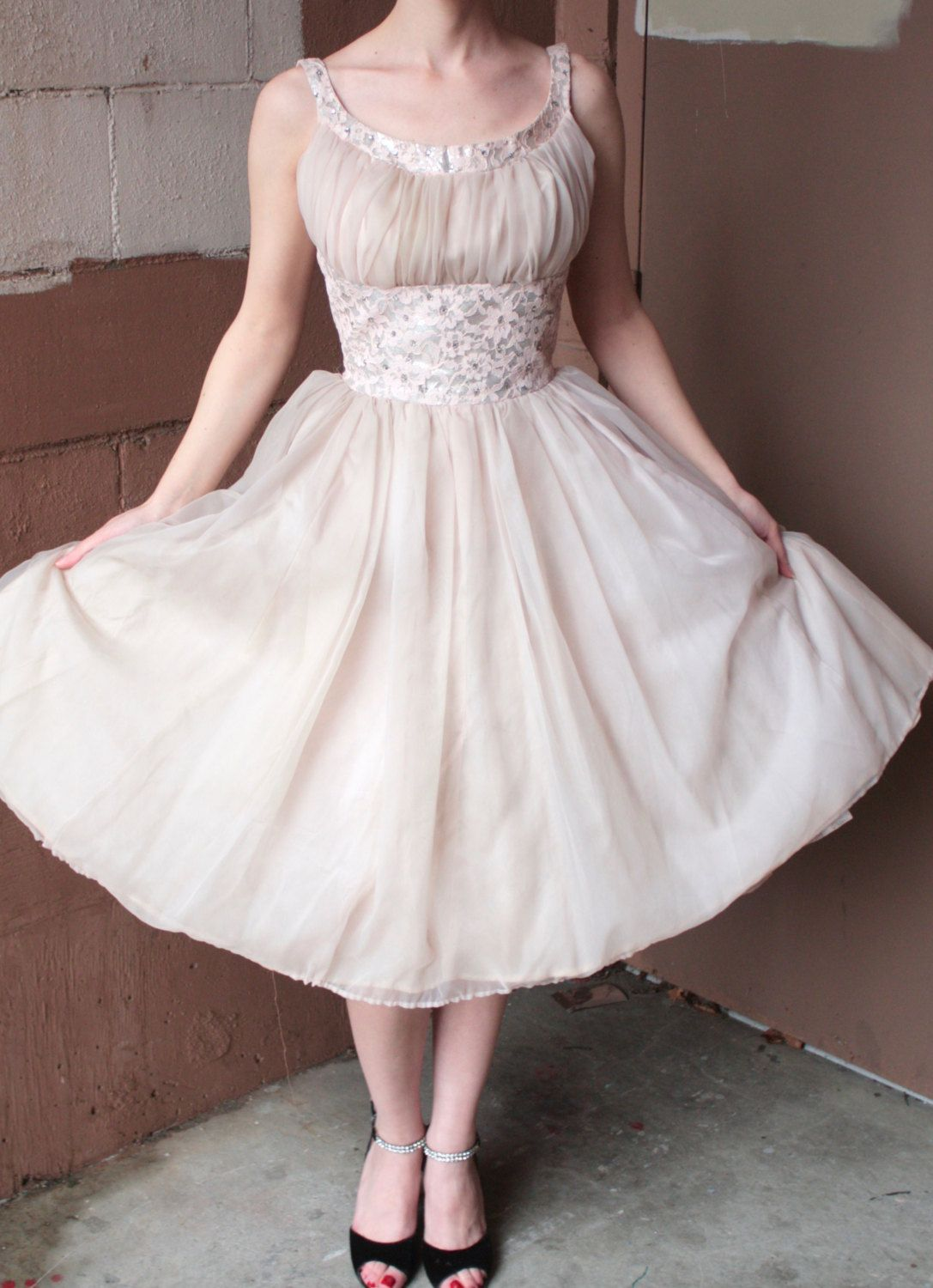 Lace dress 50s  Vintage us Dress  s Pale Pink and Silver Floral Lace Prom